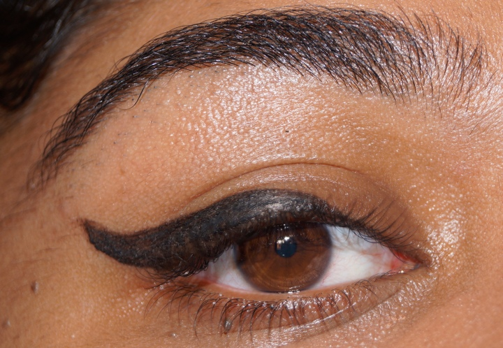 5 DIFFÉRENT STYLES D'EYELINER / 5 DIFFERENT STYLES OF EYELINER |TUTORIAL